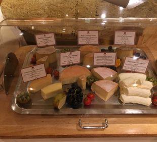 Käsebuffet am Abend Luxury DolceVita Resort Preidlhof