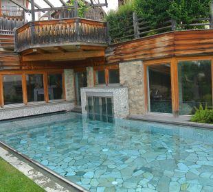 Pool außen Hotel Taubers Unterwirt