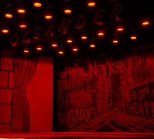 Theater, wo abends das Program läuft Hotel Oleander