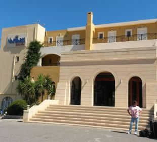 Hoteleingang Vantaris Beach Hotel
