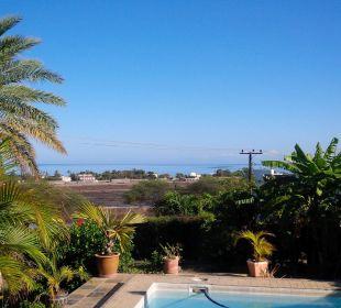 Blick vom Garten zum Ozean Gästehaus Bellevue