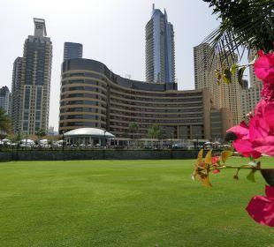 Hotel aus Sicht der Gartenanlage Le Royal Méridien Beach Resort & Spa Dubai