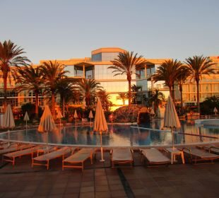 Vor dem Frühstück ein Bad im Pool SBH Hotel Costa Calma Palace