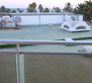 Man sieht auch ein wenig Meer Royal Lido Resort & Spa