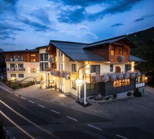 Aussenansicht West bei Nacht Hotel Zirngast Hotel Zirngast