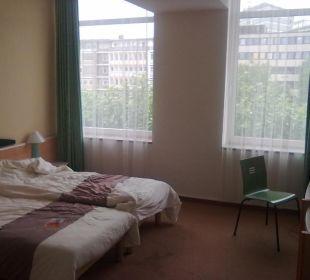 Blick von der Tür ins Zimmer Hotel Ibis Bochum Zentrum