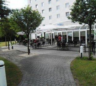 Die Terrasse & der Wintergarten Globana Airport Hotel