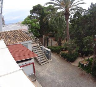 Blick auf den Hinterhof mit lauten Klimaanlagen  JS Hotel Cape Colom