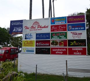 Infoschild Restaurants etc. vorm Hotel The Old Phuket - Karon Beach Resort