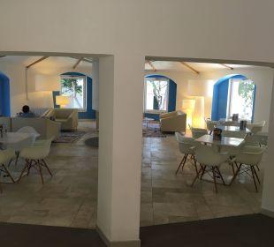 Aufenthaltsbereich bei der Lobby Tirreno Resort