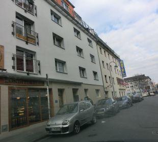 Vom Bahnhof kommend in einer Seitenstraße Hotel Ludwig