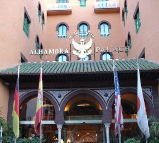Eingang des Hotels Hotel Alhambra Palace