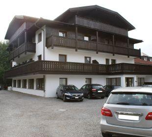 Parkplatz hinter dem Hotel Hotel Bon Alpina
