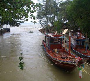 Über den Kanal zum Restaurant, voll der Fluss!