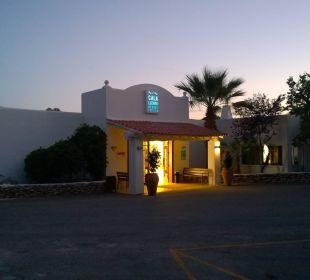 Haupteingang  COOEE Cala Llenya Resort Ibiza