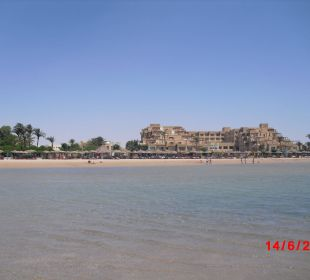 Hotel v. Meer aus gesehen