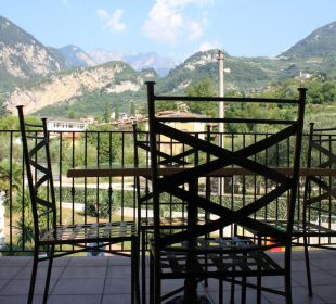 Blick auf die Berge vom Balkon aus Residenza Le Due Torri