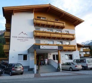 Haupteingang Hotel Vier Jahreszeiten