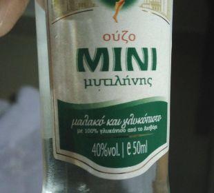 Ouzo aus der Minibar Ikos Olivia