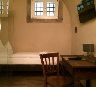 Schreibtisch mit Bett Hotel Fronfeste