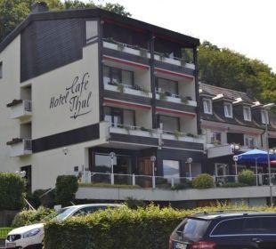 Blick vom Parkplatz Moselromantik Hotel Thul