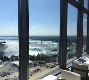 Blick aus dem Watermark auf die Horseshoe Fälle Hotel Hilton Niagara Falls / Fallsview