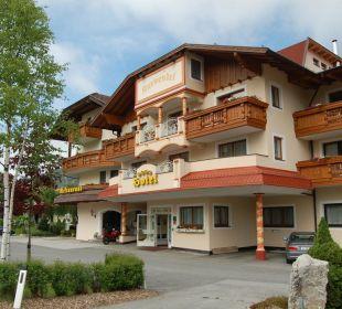 Eingang des Hotels Alpenhotel Karwendel