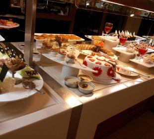 Kuchen und Torte am Abend Sunis Hotels Elita Beach Resort & SPA