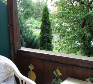 Kleiner Balkon mit Aussicht in die Gärten Hotel Gasthof Unterwirt