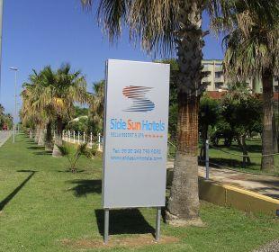 Schild an der Prominade Side Sun Bella Resort & Spa