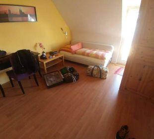 Schlafzimmer 2 2bild Hotel-Pension Alt-Rodenkirchen
