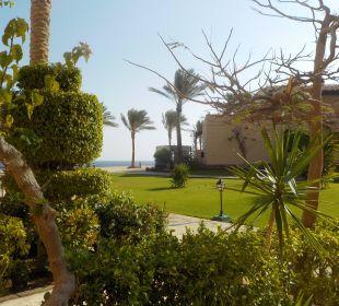 Viel Grün um die Häuser Hotel Steigenberger Coraya Beach
