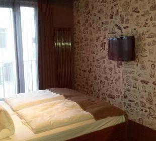 Bett,TV an der Wand 25hours Hotel HafenCity