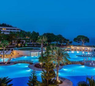 Hotelpoolanlage abends Hotel Rixos Premium Tekirova