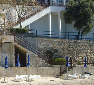 Weg von der Terrasse zum Strand Villa Pavlinka