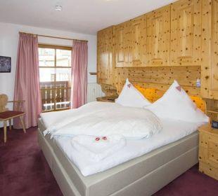 Schlafzimmer aus Zirbenholz-Kaiserwinkl Residenz Ferienwohnungen Neumaier