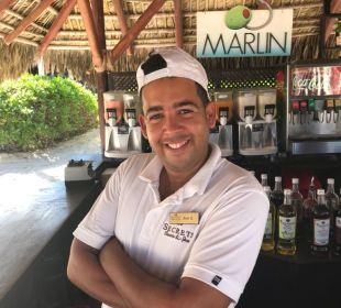 Bester Spezial Cocktail Mixer an der Strandbar Jhon G.  Secrets Royal Beach Punta Cana