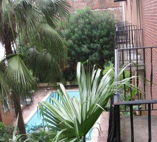 Blick vom Balkon zum Pool