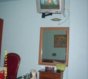 TV an der Zimmerwand Galileo Boutique Hotel