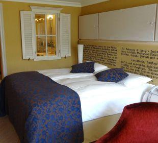 Durchblick vom Zimmer ins Badezimmer Lenkerhof gourmet spa resort