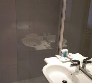 Dusche und Waschbecken Hotel JS Alcudi Mar