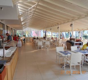 Terrasse von Speisesaal Hotel Louis Zante Beach