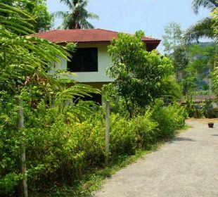 Zufahrt zum Haus. Guest House Green Garden House