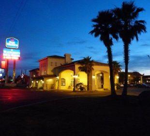 Hotel bei Nacht Best Western Hotel A Wayfarer's Inn