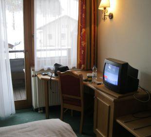 Schreibtisch mit Fernseher Erlebnishotel Tiroler Adler