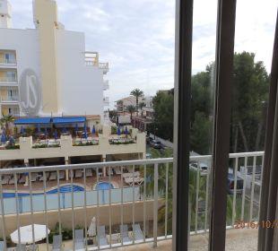 Vom Zimmer aus zum Nachbarhotel JS Hotel Yate