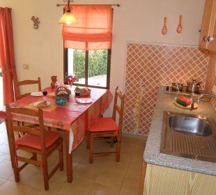 Küchenbereich mit Esstisch Bungalows El Paradiso