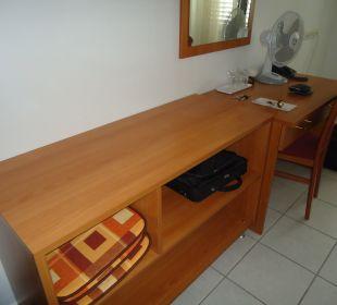 Im Sideboard liegen die Auflagen für Balkonstühle Villa Pavlinka