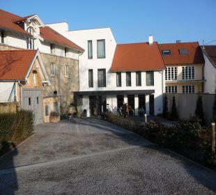 Rückwärtiger Eingang Weinhaus Henninger Hotel