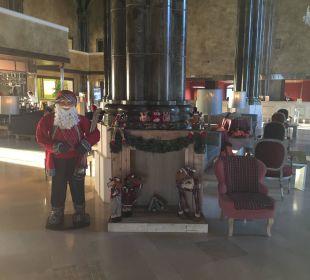 Weihnachtsdeko in der Empfangshalle Lopesan Villa del Conde Resort & Spa